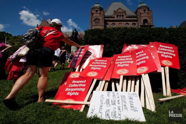 La Fédération des enseignants de l'élémentaire de l'Ontario... (Aaron Vincent Elkaim et Michelle Siu, La Presse Canadienne)