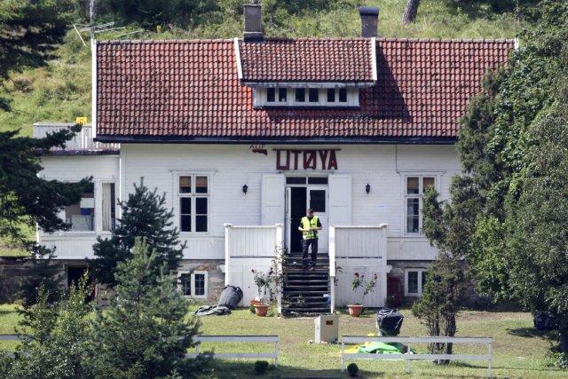 Un policier norvégien enquête sur Utoya, le 27... (PHOTO FABRIZIO BENSCH, ARCHIVES REUTERS)