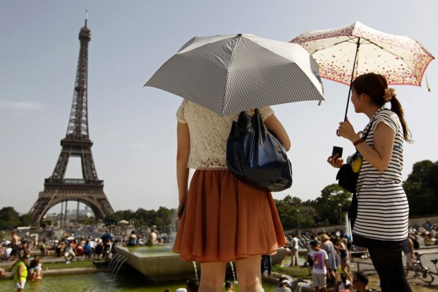 Pour augmenter massivement le nombre des touristes chinois en France, Paris va... (Photo: archives Reuters)