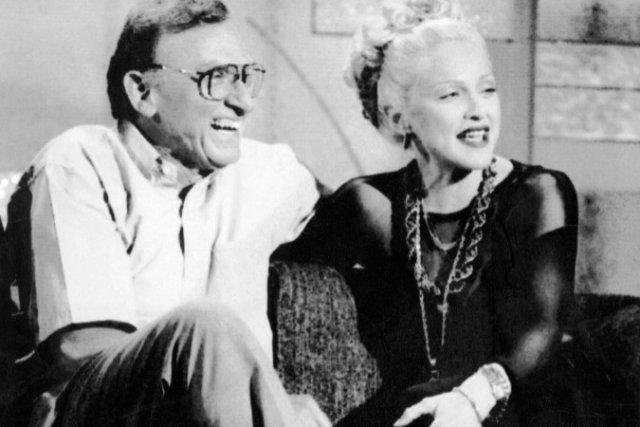 Madonna et son père en 1992... (Photo tirée du livre «Madonna» de Lucy O'Brien)