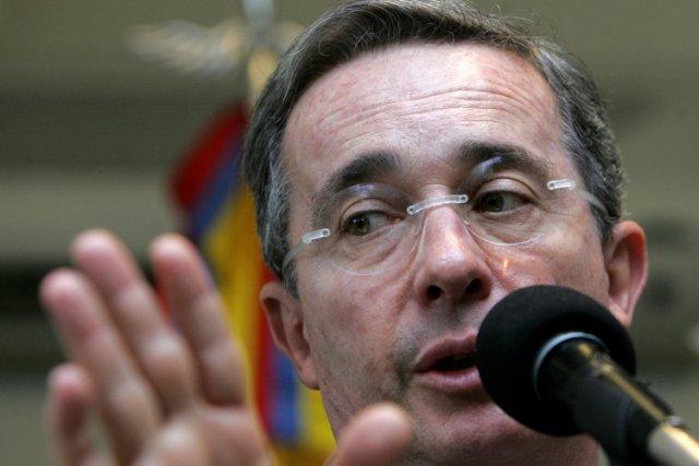 Alvaro Uribe (ici en 2007), président conservateur qui... (Photo: AFP)