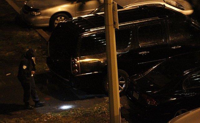 Le véhicule suspect stationné à proximité du Métropolis,... (Photo Patrick Sanfaçon, La Presse)