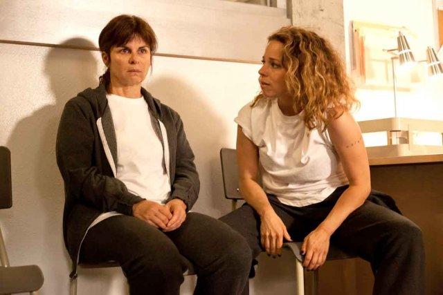 Guylaine Tremblay et Suzanne Clément dans Unité 9.... (Photo fournie par Radio-Canada)