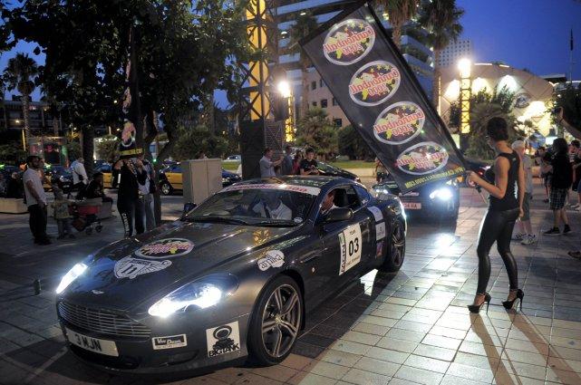 Les concurrents du rallye Cannonball 2000 sont arrivés... (Photo AFP)