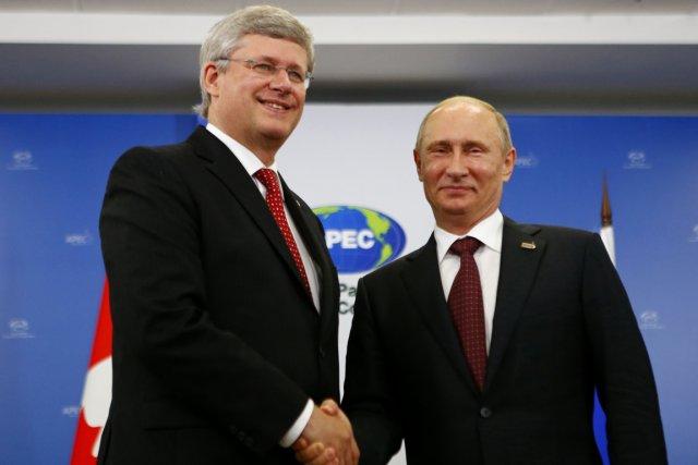 Le premier ministre du Canada Stephen Harper et... (PHOTO AFP)