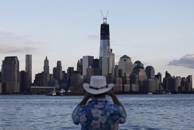 Le World Trade Center, depuis un quai à... (Photo Reuters)
