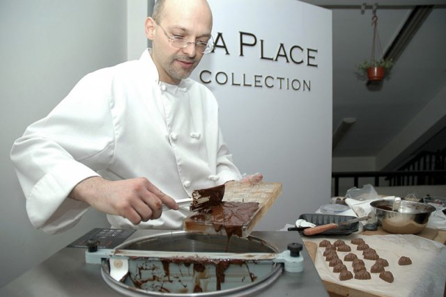 Le chocolatier Laurier Dubeau fabrique son chocolat à... (Photo fournie par La Place Collection)