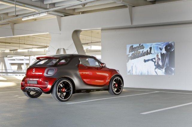 La Smart Forstars peut projeter un film sur... (Photo fournie par Daimler AG)