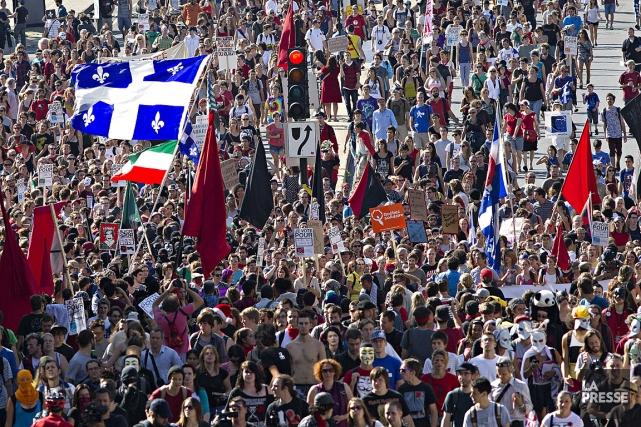 Des milliers de personnes se sont rassemblés le... (Photo: Patrick Sanfaçon, archives La Presse)