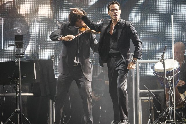 Marc Anthony a fait danser 11 000 admirateurs... (Photo: Olivier Pontbriand, La Presse)