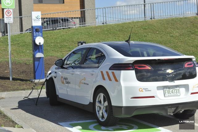 Pour convaincre les automobilistes québécois de se laisser... (photo CLaude Poulin, La Tribune)