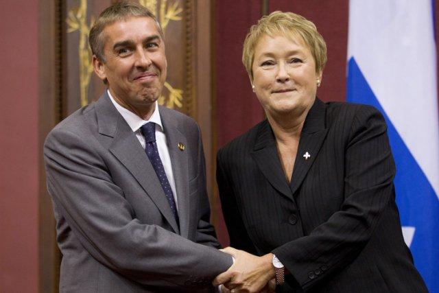 Le ministre Nicolas Marceau (accompagné de la première... (Photo: PC)