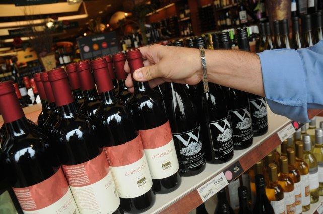 La SAQ propose environ 300 produits alcooliques du... (photo Archives La Voix de l'Est)