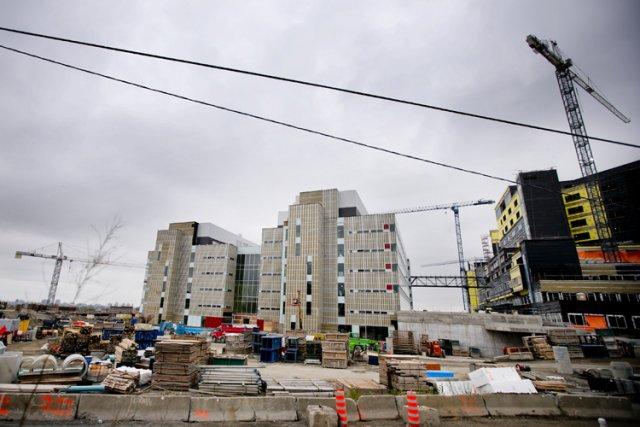 À 1,3 milliard, le chantier du CUSM actuellement... (Photo: Marco Campanozzi, La Presse)