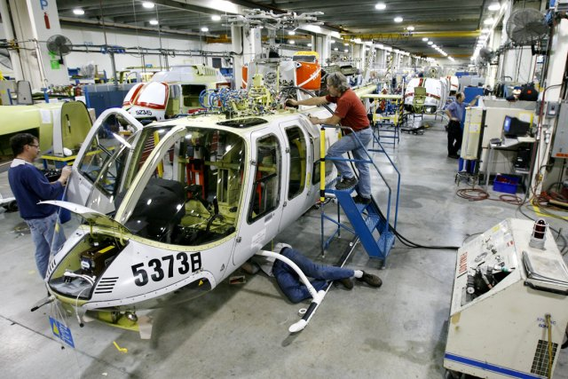L'usine de Bell Helicopter à Mirabel.... (Photo Robert Skinner, La Presse)