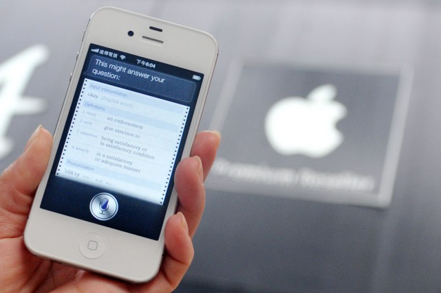 Apple a annoncé lundi que son assistant vocal Siri pourrait bientôt fonctionner... (Photo d'archives AFP)
