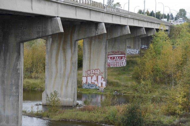 2007 - Québec identifie 135 viaducs dont l'armature est défectueuse et... ((Photo Jeannot Lévesque))
