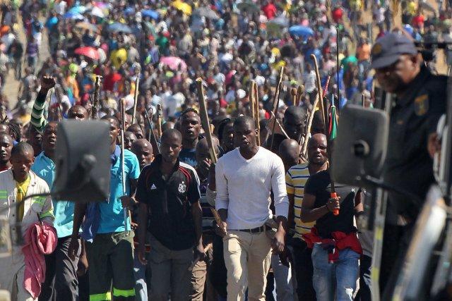 Crise mini re sud africaine un nouveau mort 12 000 for Boite africaine paris