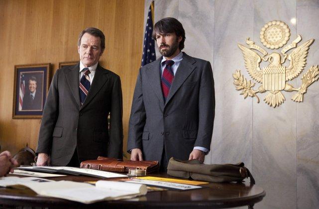 Bryan Cranston et Ben Affleck campent les rôles... (Photo fournie par la production.)