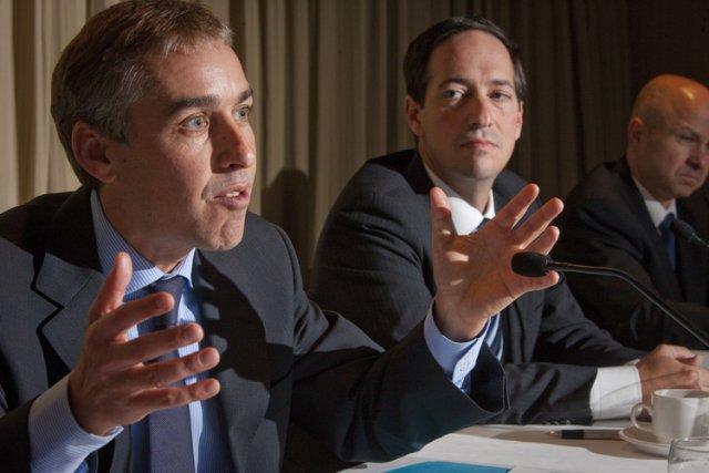 Le ministre des Finances Nicolas Marceau, à gauche... (Photo: André Pichette, La Presse)