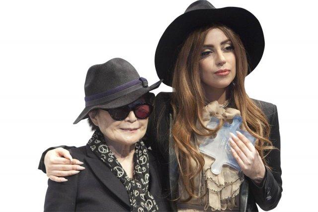 Yoko Ono et Lady Gaga... (Photo: AFP)