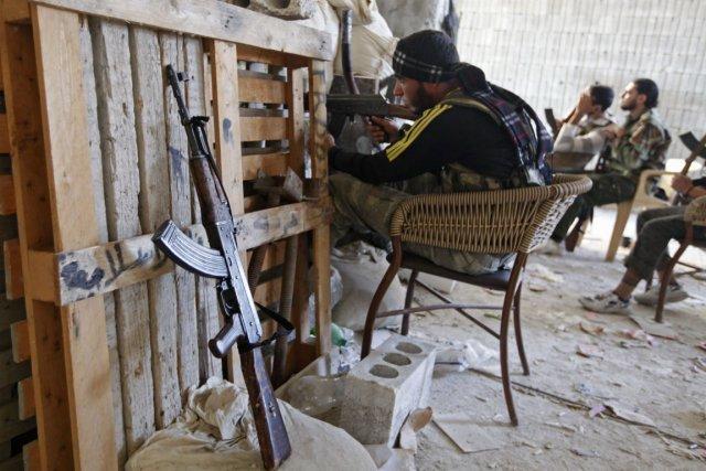 Des soldats rebelles de l'Armée syrienne libre.... (Photo Zain Karam, Reuters)