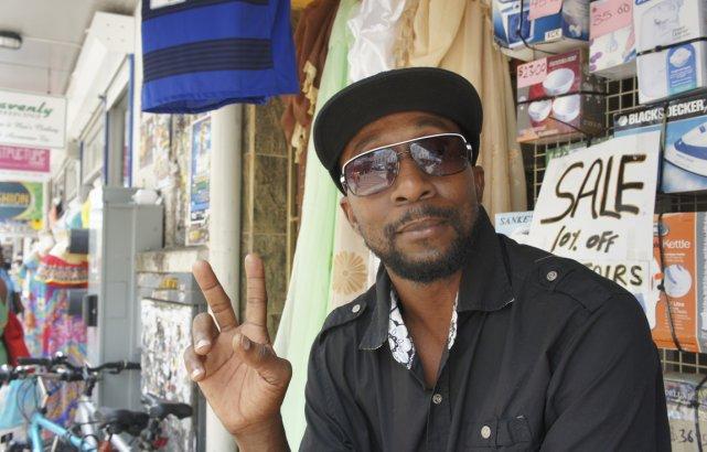 Roger, un commerçant de Bridgetown.... (PHOTO MARIE-ÈVE MORASSE, LA PRESSE)