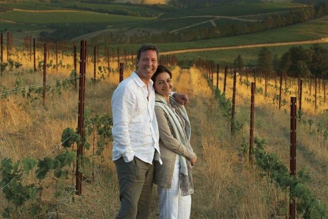 Ricardo et sa femme Brigitte dans un vignoble... (Photo fournie par Ricardo Media)