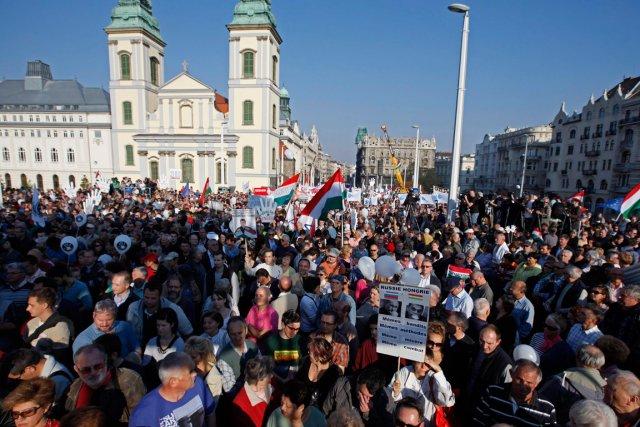 Manifestation contre le premier ministre hongrois à Budapest.... (PHOTO LASZLO BALOGH, REUTERS)