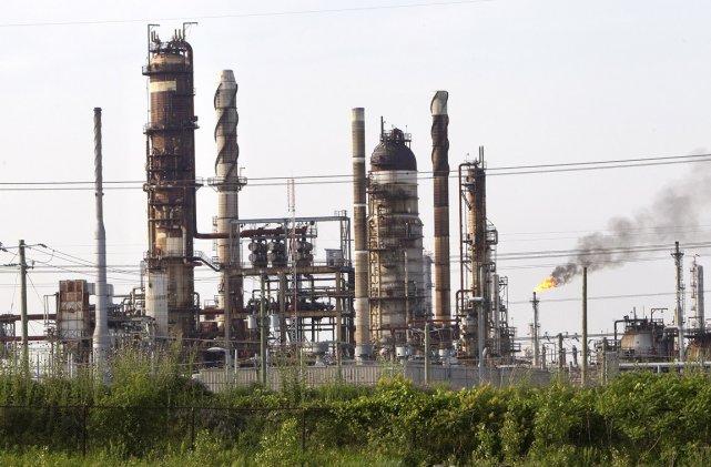 La raffinerie de Shell, dans l'est de Montréal.... (Photo: Robert Skinner, La Presse (Archives))