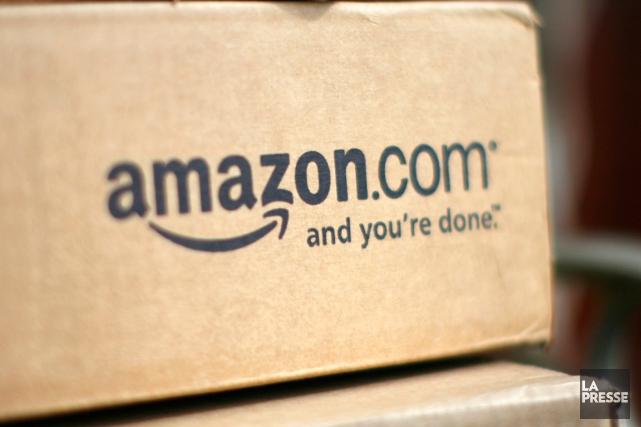 Des employés allemands du géant de la vente en ligne Amazon (AMZN)... (PHOTO RICK WILKING, REUTERS)