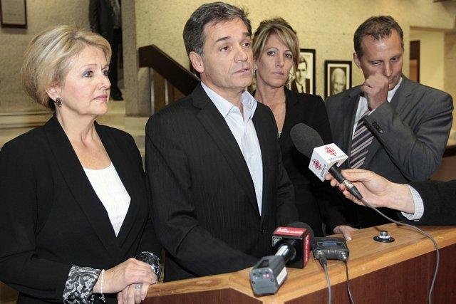 Basile Angelopoulos (au centre) se demande ce qui... (Photo Patrick Sanfaçon, La Presse)