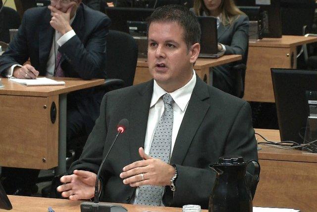 Martin Dumont a été durement contre-interrogé par l'avocat... (Image vidéo)