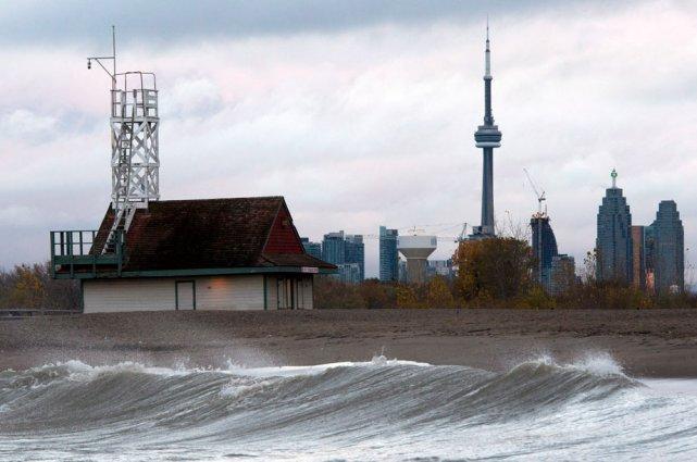 Plus de 150 000 foyers ont été privés... (La Presse Canadienne)