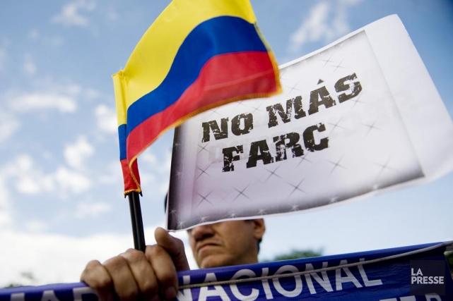 Les pourparlers visent à mettre fin à un... (PHOTO Luis ROBAYO, ARCHIVES AFP)