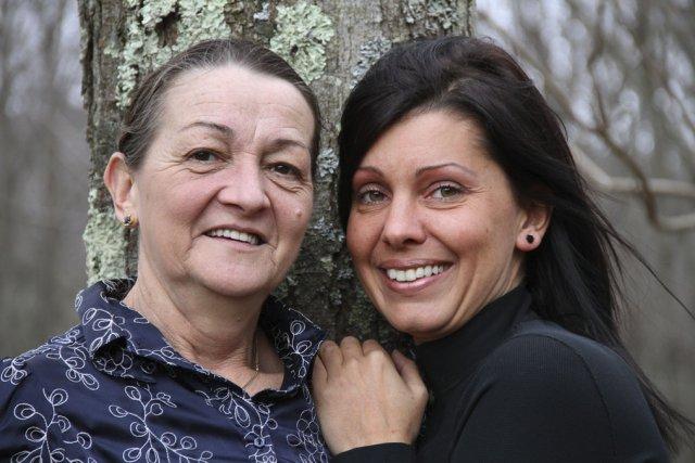 Sylvie Jetté et Sandra Pelletier photographiées près de... (photo Alain Dion)