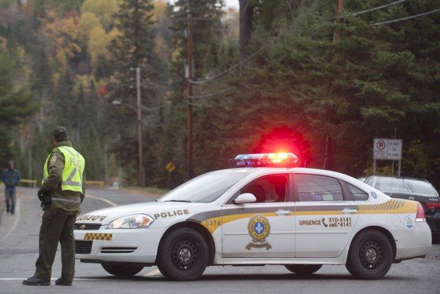 Les  policiers recherchent présentement deux enfants de trois et six ans, ... (Archives PC)