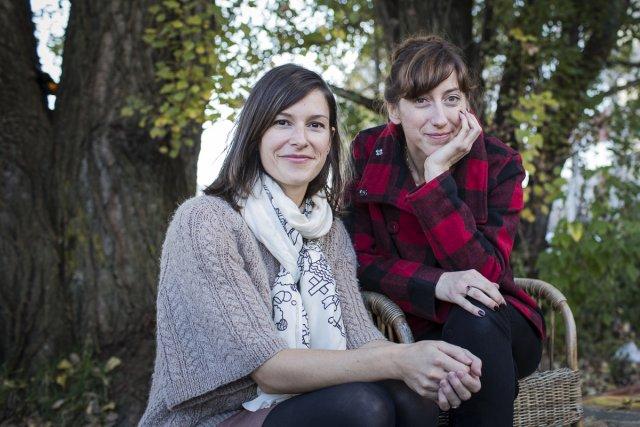 L'illustratrice Isabelle Arsenault et l'auteure Fanny Britt, à... (Photo: Édouard Plante-Fréchette, La Presse)