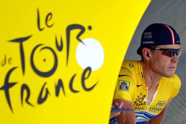 Lance Armstrong est tombé de son piédestal en... (Photo: AFP)