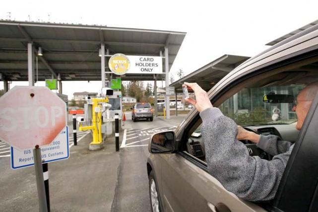 Aux douanes, les détenteurs de cartes NEXUS peuvent... (PHOTO D'ARCHIVES)
