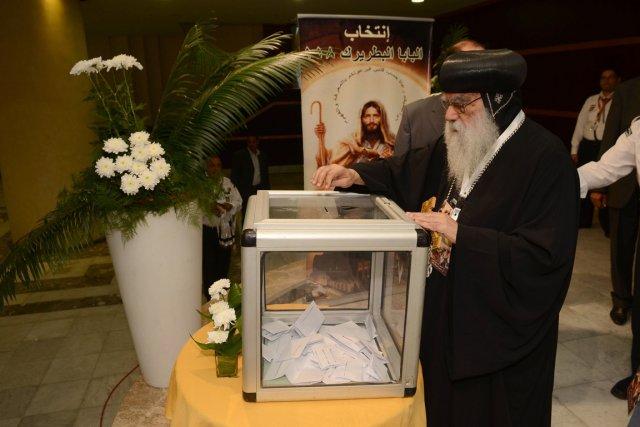 Selon le rite orthodoxe, le choix se fait... (Photo : AFP)