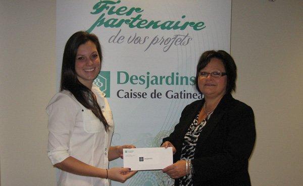 LaCaisse Desjardins de Gatineaua remis une bourse de 1000$ de laFondation... (Courtoisie)