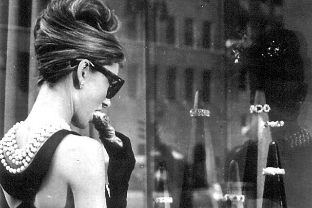 Audrey Hepburn dans le film Breakfast at Tiffany's.... (Photo de production)