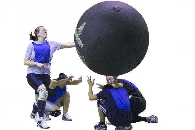 Né au Québec, le kin-ball se gagne une popularité à la mesure de son énorme... (PHOTO ANDRÉ PICHETTE, LA PRESSE)