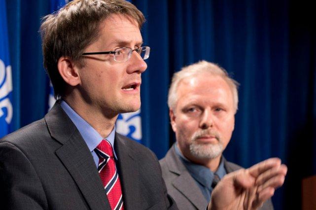 Les ministres Sylvain  Gaudreault, des Affaires municipales,... (La Presse Canadienne)