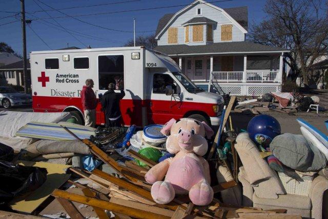 Huit jours après le passage de l'ouraganSandy, quelque... (Photo: Reuters)