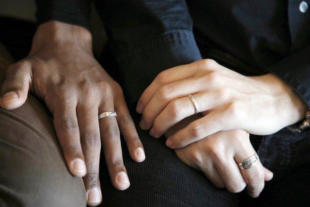 «Le mariage est contracté par deux personnes de... (PHOTO CHRISTOPHE ENA, AP)