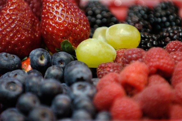 Nous louons les vertus des petits fruits et croyons jouir pleinement de leurs... (PHOTO BERNARD BRAULT, LA PRESSE)