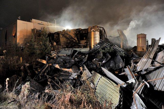 «Les pompiers ont dû faire les recherches dans... (Photo La Tribune)