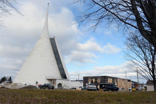 L'église Fatima sera sans doute rasée bientôt, son profil caractéristique gommé... (Photo Jeannot Lévesque)
